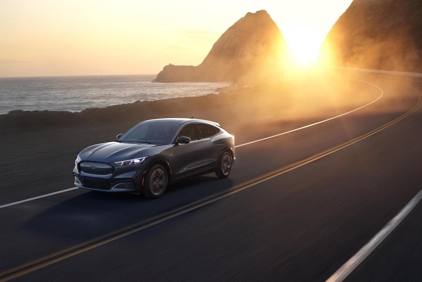 El nuevo sistema inalámbrico de Ford ayudará a que el Mustang Mach-E sea aún mejor con el tiempo sin salir de casa