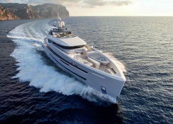 Elegante y funcional embarcación por Heesen Yacht a la espera de un comprador