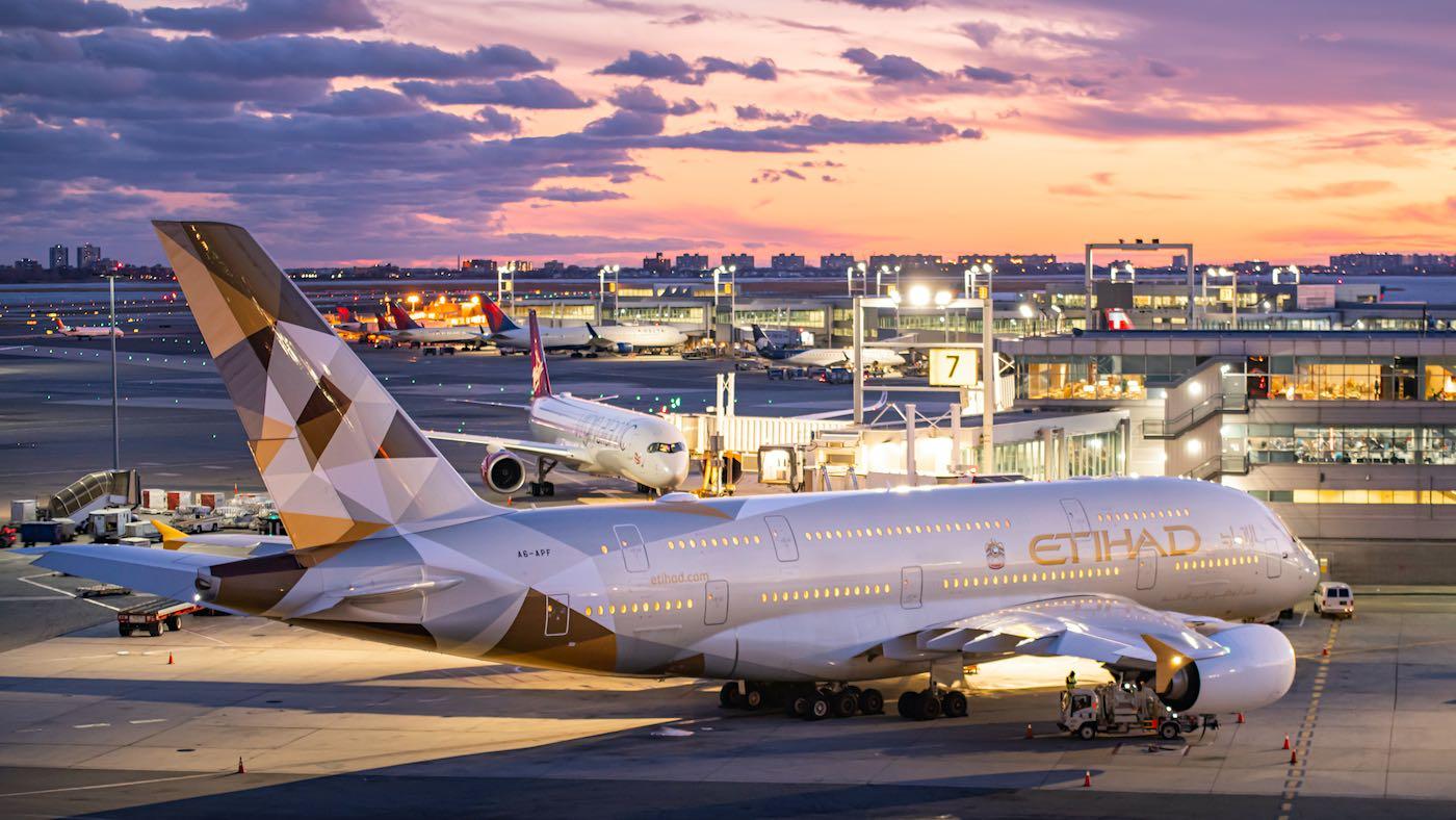 Etihad Airways: Aerolíneas que ofrecen mejor la comida a bordo para sus pasajeros de primera clase.