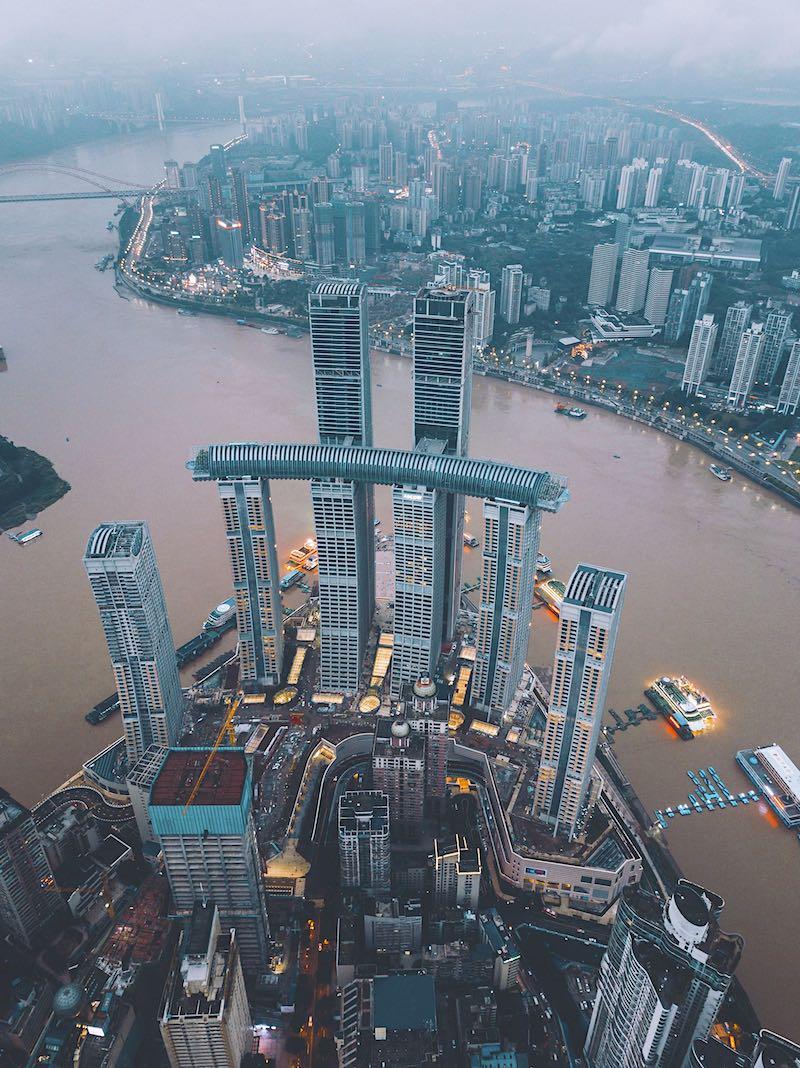 China inaugura el rascacielos horizontal más alto del planeta: Crystal