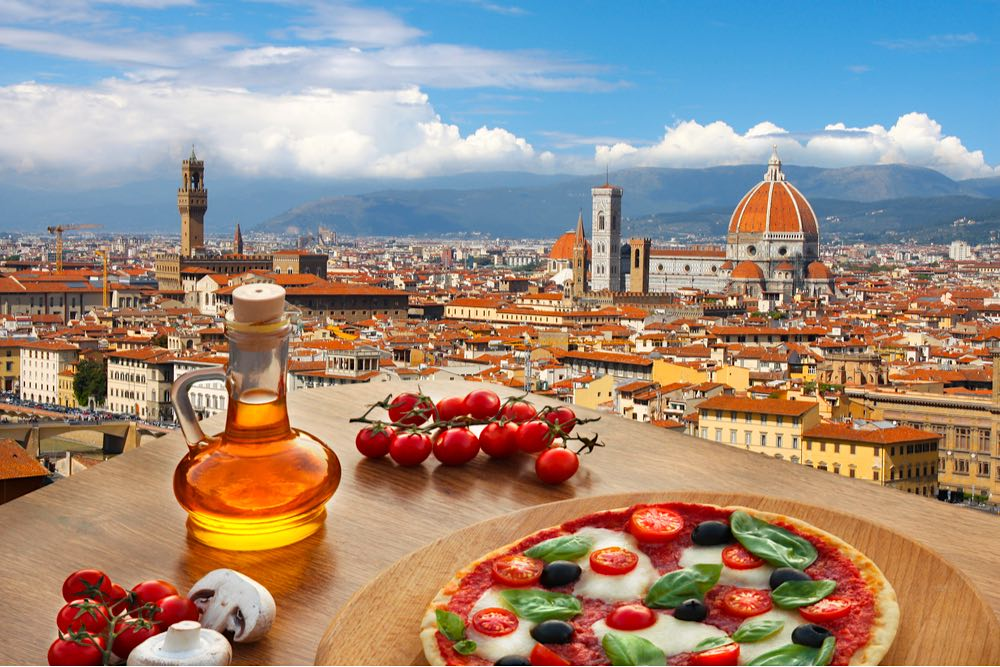 Catedral en Florencia, pizza italiana típica en Toscana, Italia.