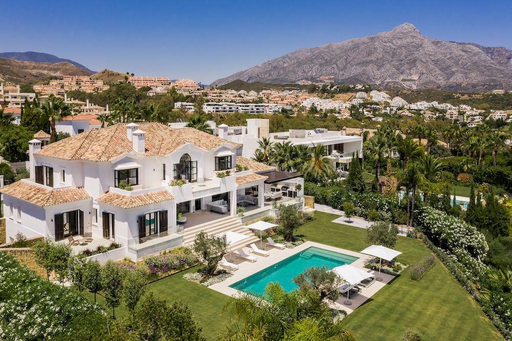 Esta mega elegante villa moderna en La Cerquilla, Nueva Andalucía, con impresionante vistas panorámicas al mar puede ser tuya por ?8.99 millones