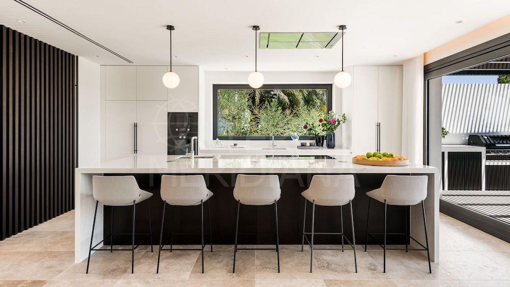 Esta casa contemporaná en La Cerquilla, Nueva Andalucía, con impresionante vistas panorámicas sale a la venta por €8.99 millones