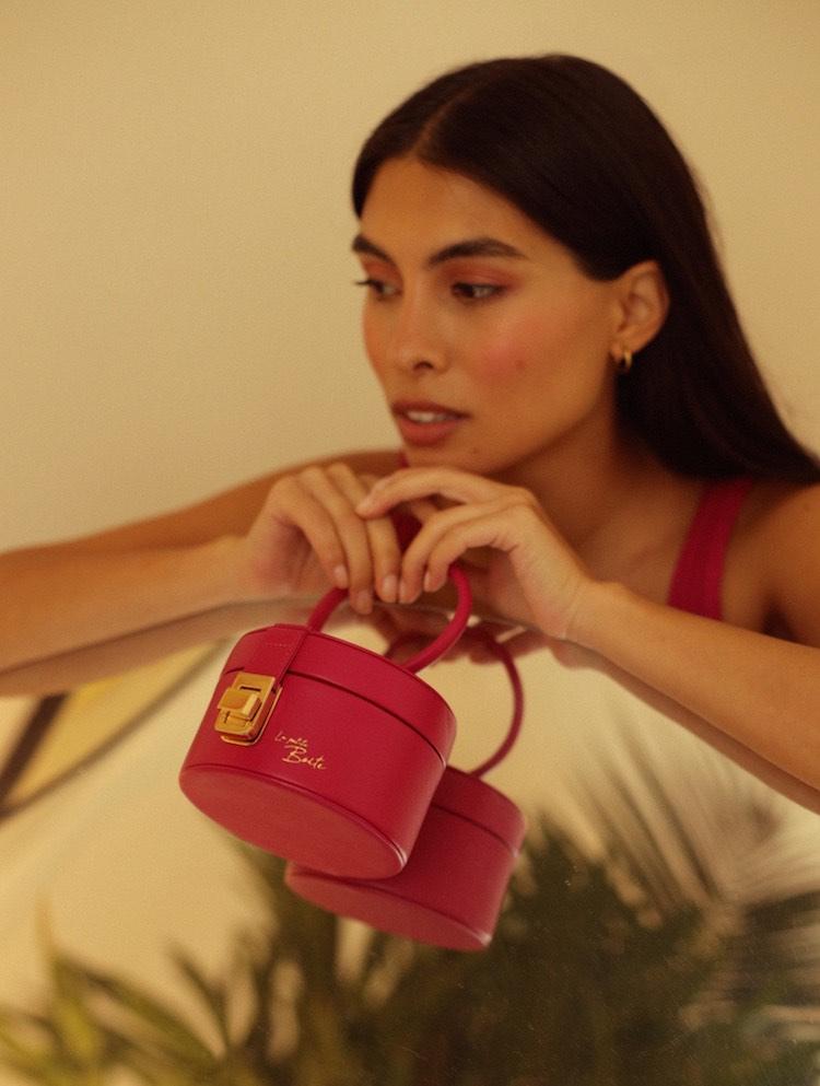 La primera colección de bolsos co-creada por Fer Millan junto con sus seguidores