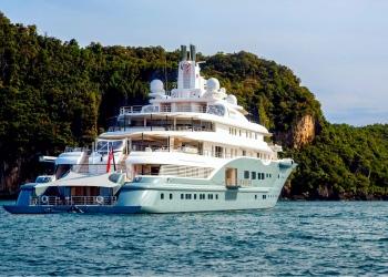 Superyate Radiant, propiedad del multimillonario emirato Abdulla Al Futtaim en el Océano Índico.