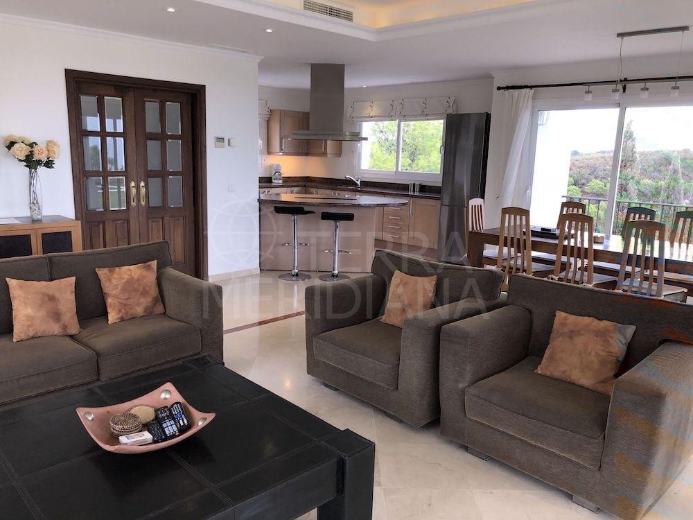 Majestuosa villa en Los Reales, Sierra Estepona con magníficas vistas al mar y al campo puede ser tuya por solo €1,29 millones