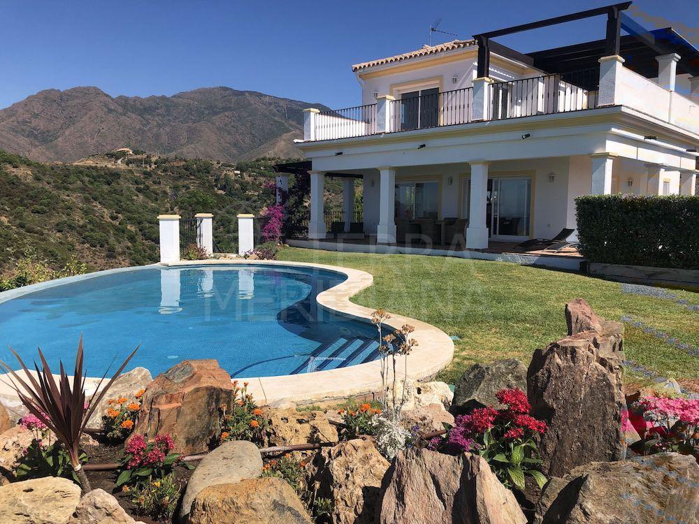 villa en Los Reales Sierra Estepona