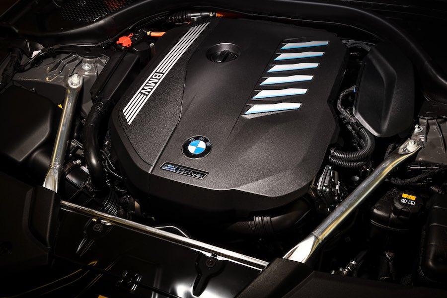 El modelo superior en la gama de híbridos enchufables del nuevo BMW Serie 5 cuenta con un motor de gasolina de seis cilindros en línea