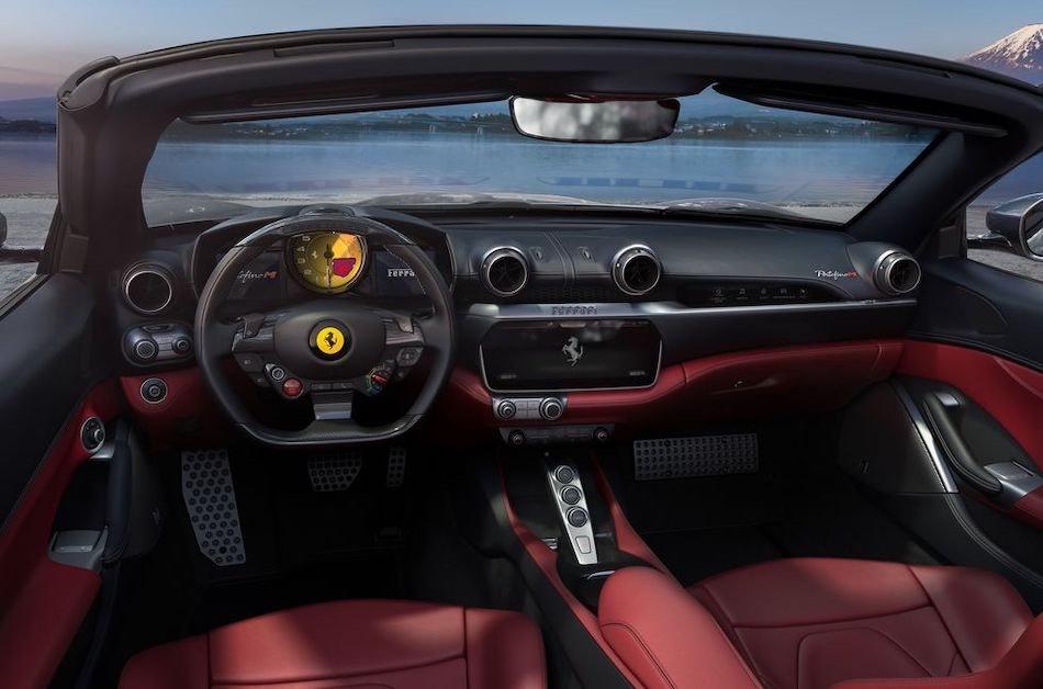 Los asientos del superdeportivo cuentan con calefacción y ventilación, además el auto posee cámara periférica de 360º.