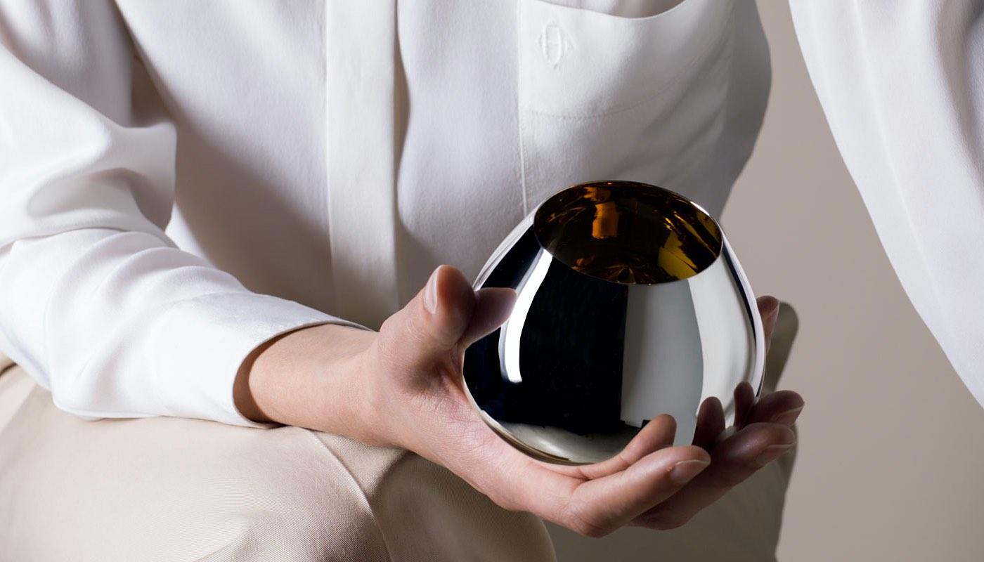 Disfruta tu coñac con estilo en el nuevo Gold Beaker de 24 quilates de Puiforcat