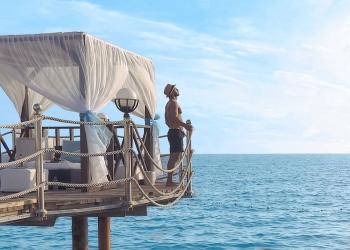 hotel de lujo de cinco estrellas junto al mar