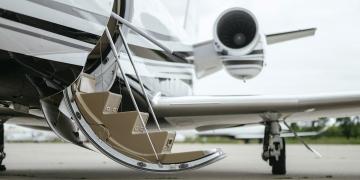 Jet privado. Aeropuerto. Avión privado.