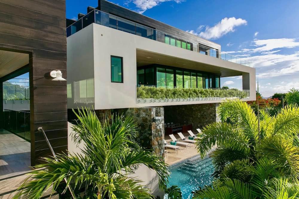 Esta espectacular y ultra moderna villa de $14,9 millones en St. Johns, Islas Vírgenes, es lo que necesitas para desconectar de la pandemia