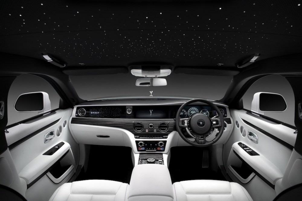 Rolls-Royce Ghost 2021, el modelo más exitoso del fabricante británico ahora es también el más avanzado