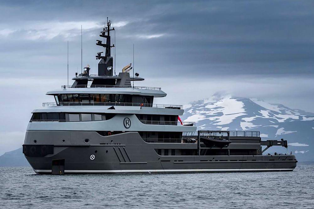 El superyate RAGNAR no es un chárter cualquiera: Ahora puedes navegar a -35ºC y explorar los lugares más remotos del planeta