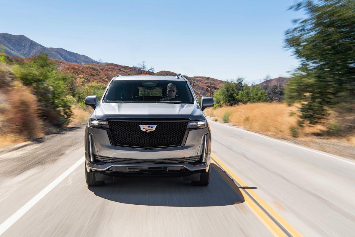 La nueva SUV de lujo conserva las líneas de iluminación vertical que la caracterizan y agrega un faro horizontal elegante para maximizar una presencia amplia y segura.