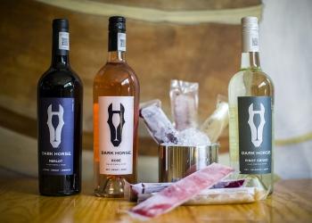 Kaito del Valle propone una nueva forma de tomar el vino: Dark Horse Popsicles