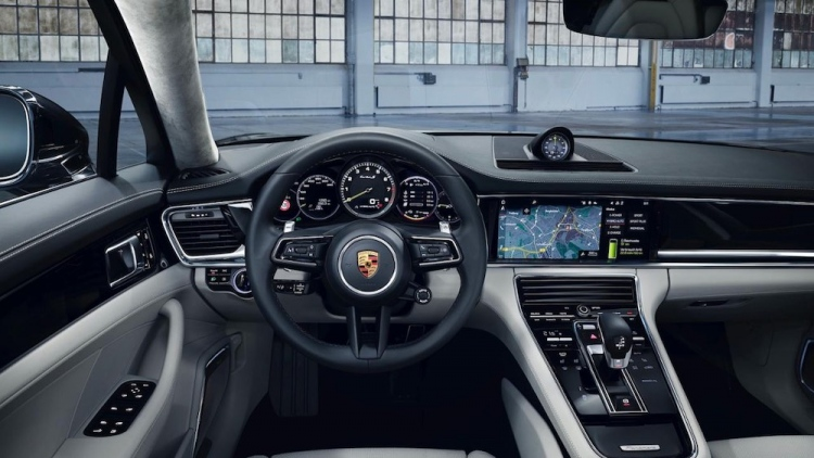 Porsche lanza el nuevo Panamera con potencias de hasta 700 caballos