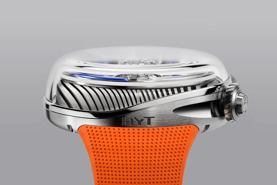 Una combinación única de la relojería mecánica con pantalla líquida e iluminación LED.