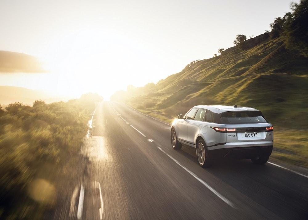 Range Rover Velar eléctrico con motor híbrido enchufable y un innovador sistema de infoentretenimiento