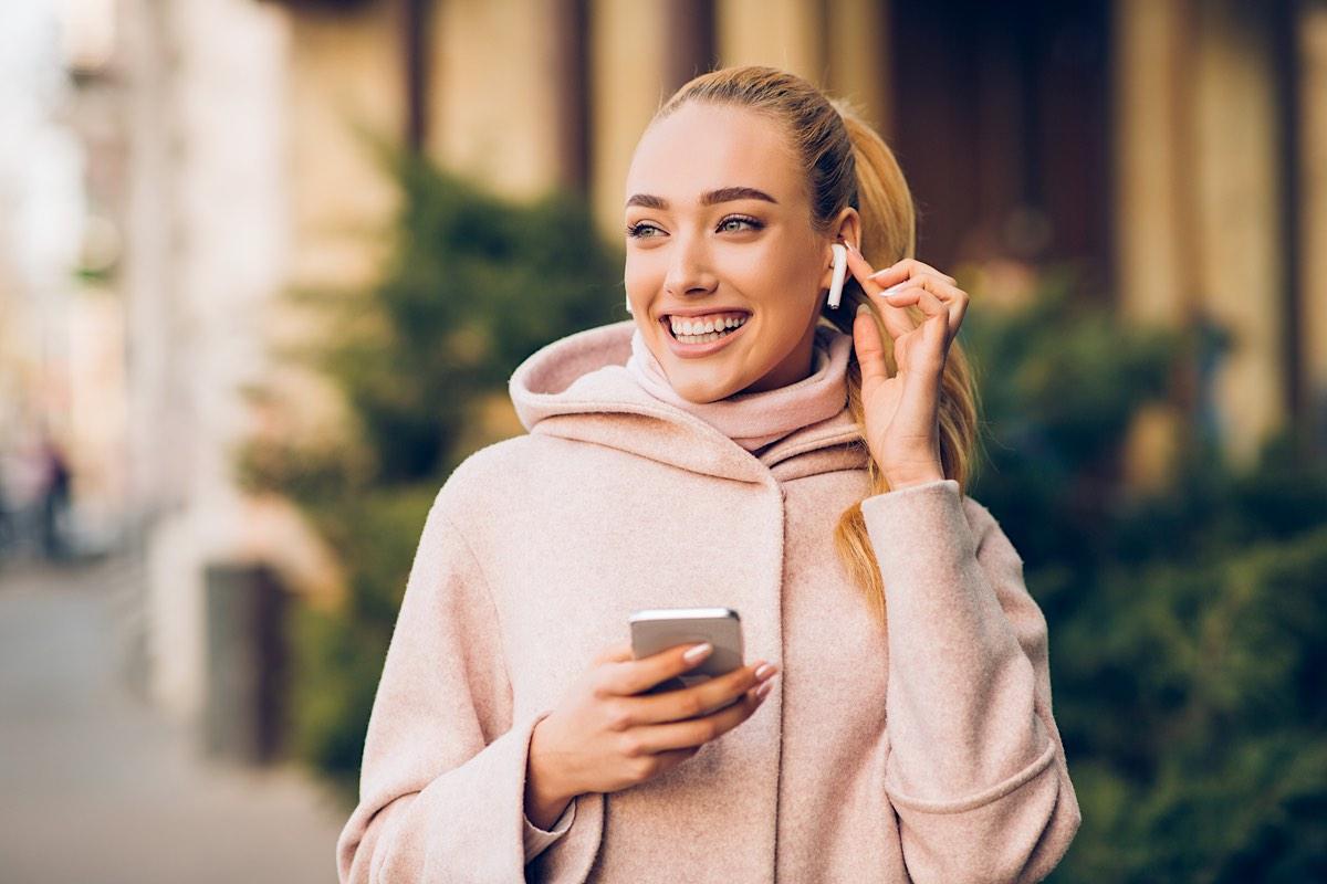 """¿Te parecen muy caros los AirPods de Apple"""" 3 alternativas baratas de AirPods: auriculares inalámbricos y realmente asequibles"""