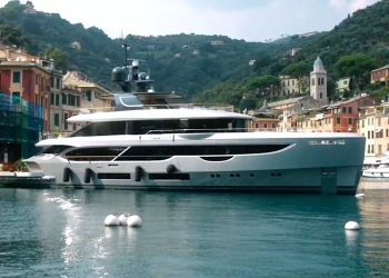 El superyate Oasis 40M de Benetti se roba el espectáculo en Portofino, y también en Génova