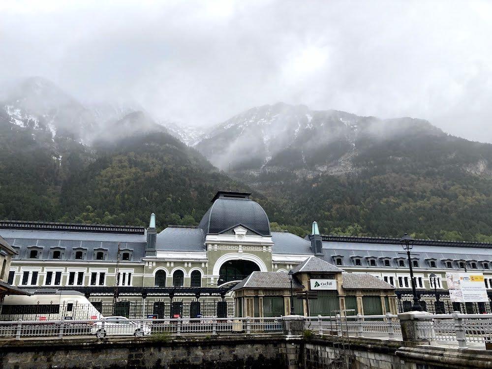 A pocos kilómetros de la frontera con Francia, en Canfranc, conocimos la majestuosa Estación Internacional.