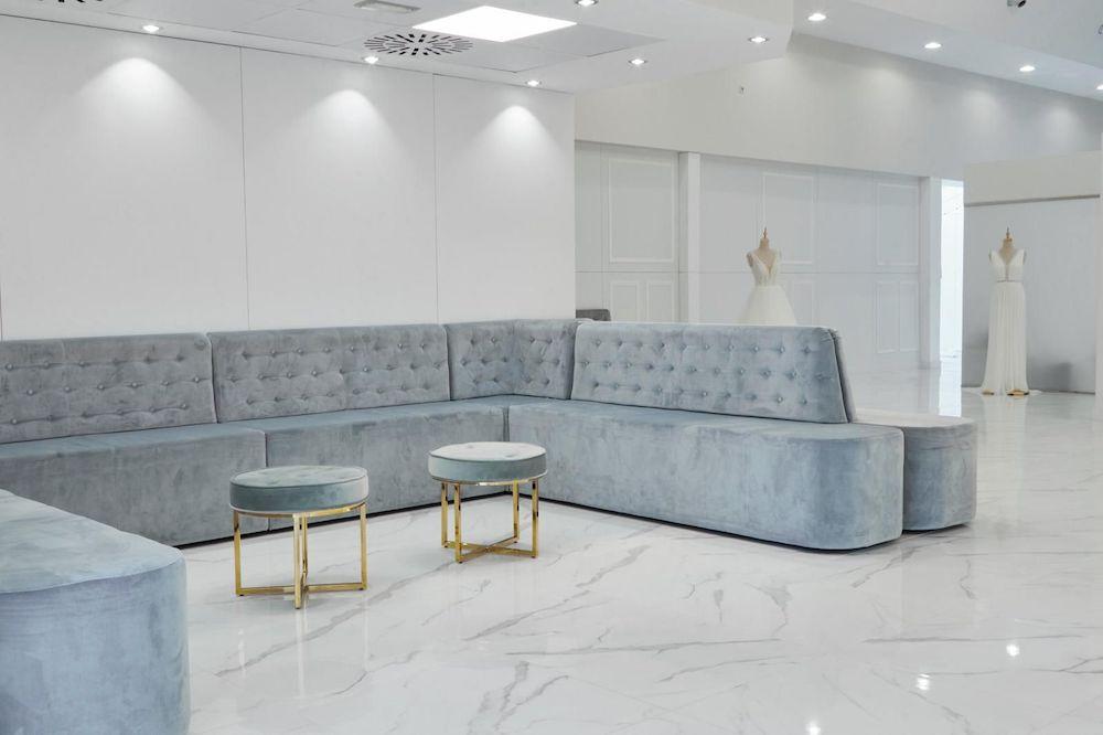 La boutique cuenta con amplios espacios envueltos en luz natural, para lograr el disfrute de los clientes y adaptarse a los protocolos sanitarios.