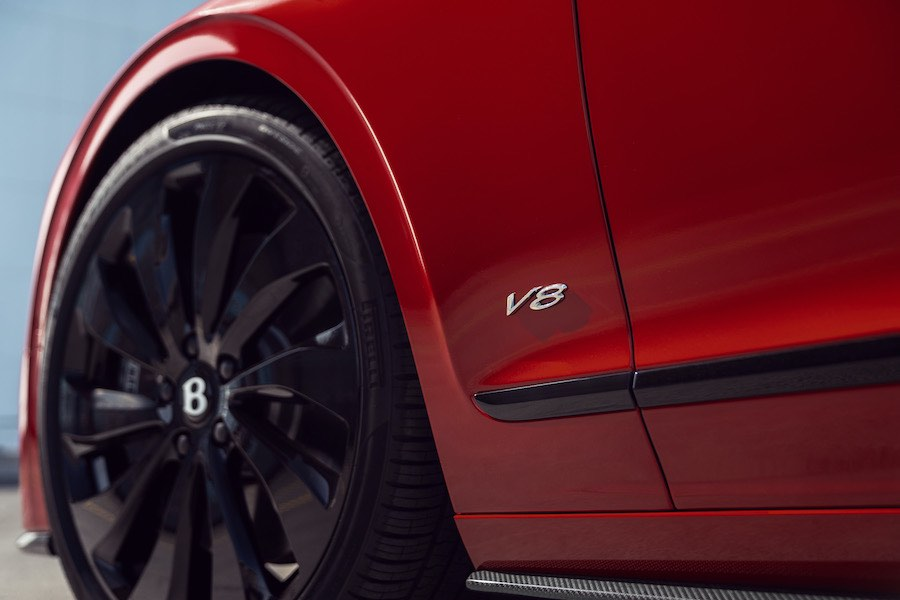 El mejor Gran Turismo de lujo de cuatro puertas del mundo ahora disponible con el sistema de propulsión 4.0-litros, bi-turbo V8.