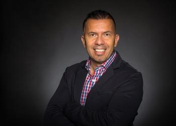 Bernardo Riveros, coach y estratega en desarrollo empresarial colombiano, recibe premio a la excelencia latina en Canadá