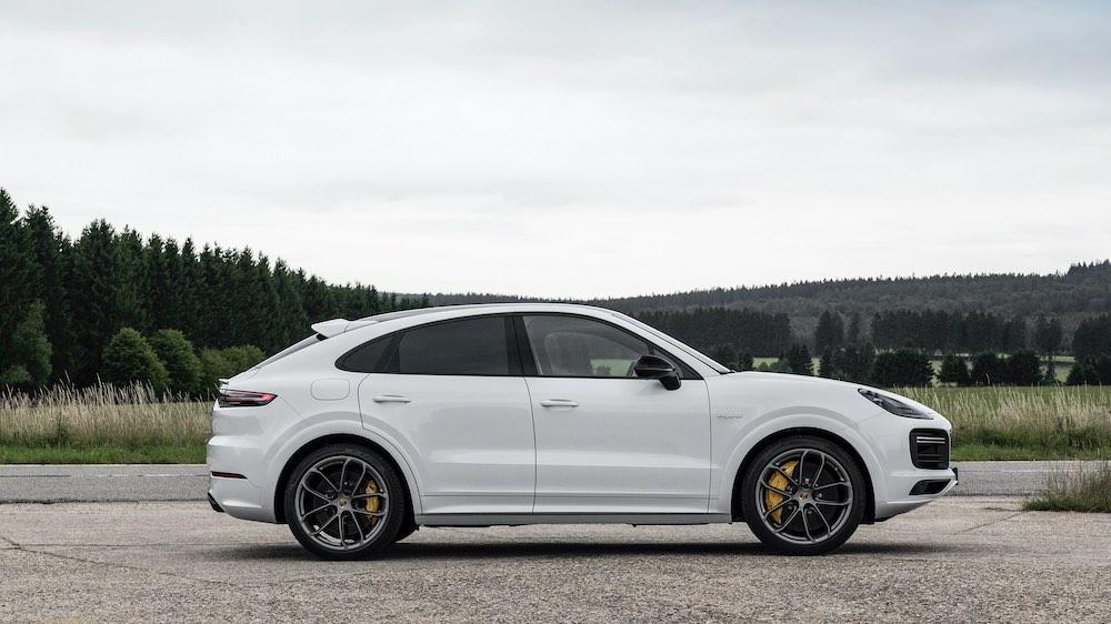 Porsche ha incrementado la autonomía eléctrica de todas las versiones híbridas enchufables del Cayenne.