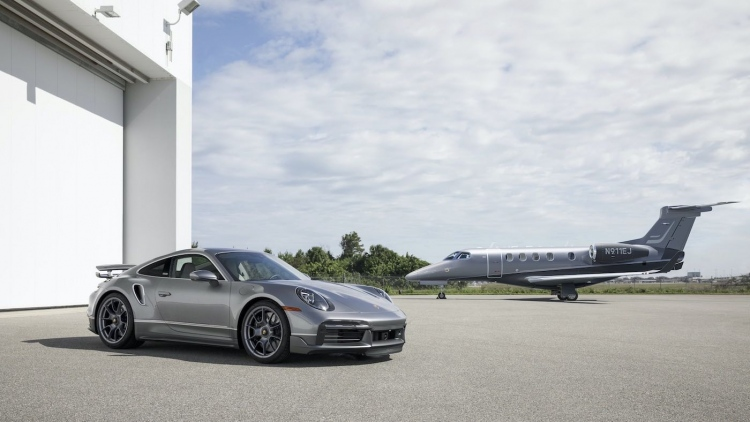 Colaboración entre Porsche y Embraer: altas prestaciones en tierra y aire