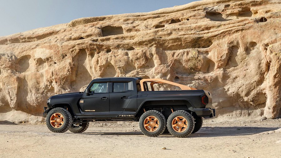La monstruosa camioneta Pick-up está disponible con dos motores, un V6 y un V8 con compresor.