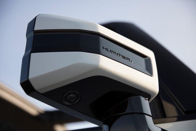 Otra de las características que se destacan son las cámaras traseras y delanteras.