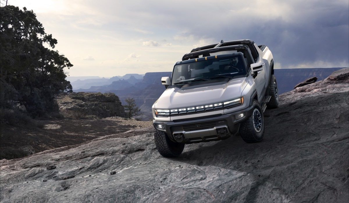 La supercamioneta tendrá tracción en las 4 ruedas y vendrá equipada con un sistema de suspensión neumática Extreme Off Road.