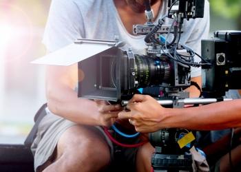 rodaje de películas o producción de video y equipo de filmación con equipo de cámara