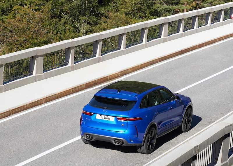 El SUV de alto rendimiento más rápido, lujoso y refinado de la historia.