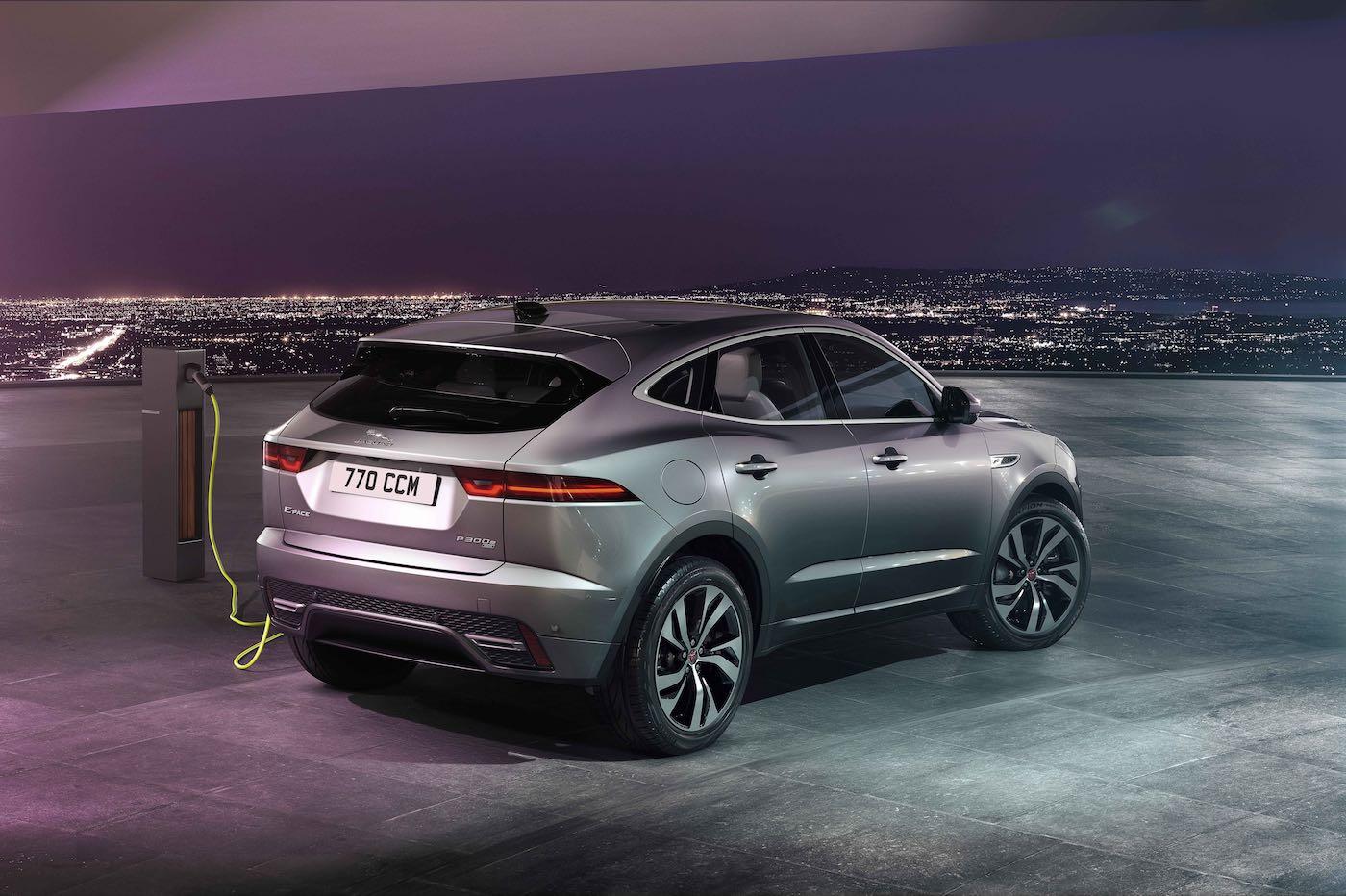 El compromiso de Jaguar de crear vehículos robustos y ligeros que definan la nueva movilidad continúa con la llegada del nuevo Model Year del XE.