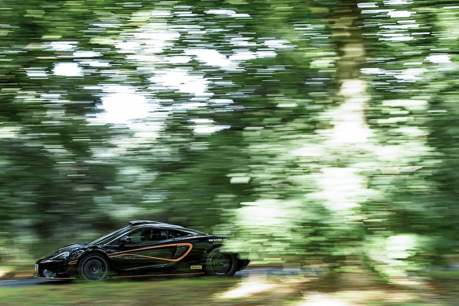 """McLaren 620R reforzado con el """"R Pack"""" de McLaren Special Operations"""