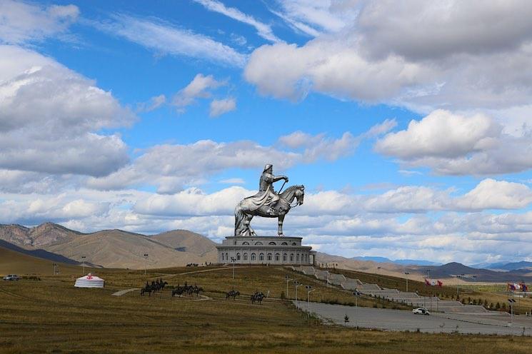 Los estadounidenses pueden abrir una cuenta de banco en Mongolia.