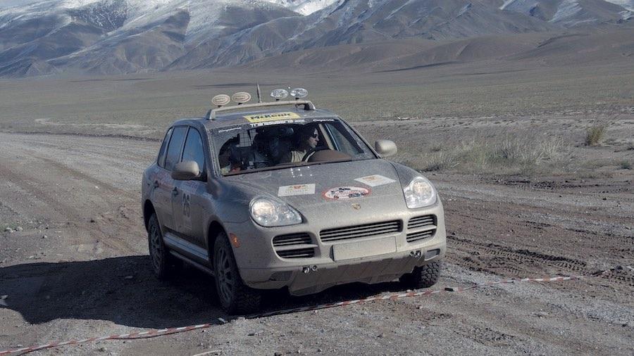 También se han logrado éxitos fuera de la carretera: en la imagen, el Cayenne S (E1) de un equipo privado en la TransSyberia, en 2006.