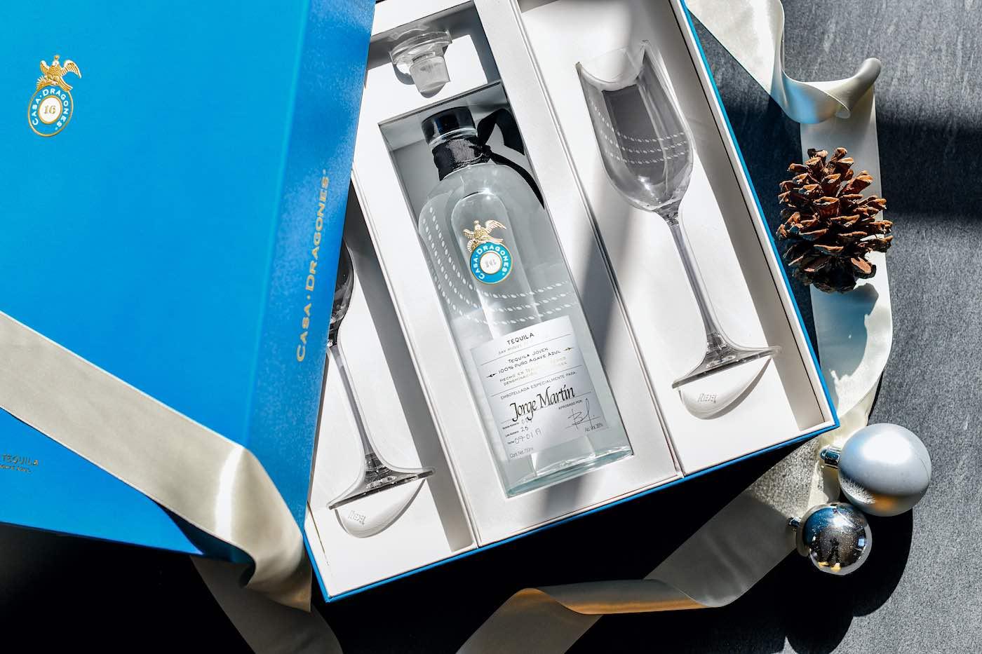 Celebra este Año Nuevo con la quinta edición del set de regalo de Tequila Casa Dragones Joven
