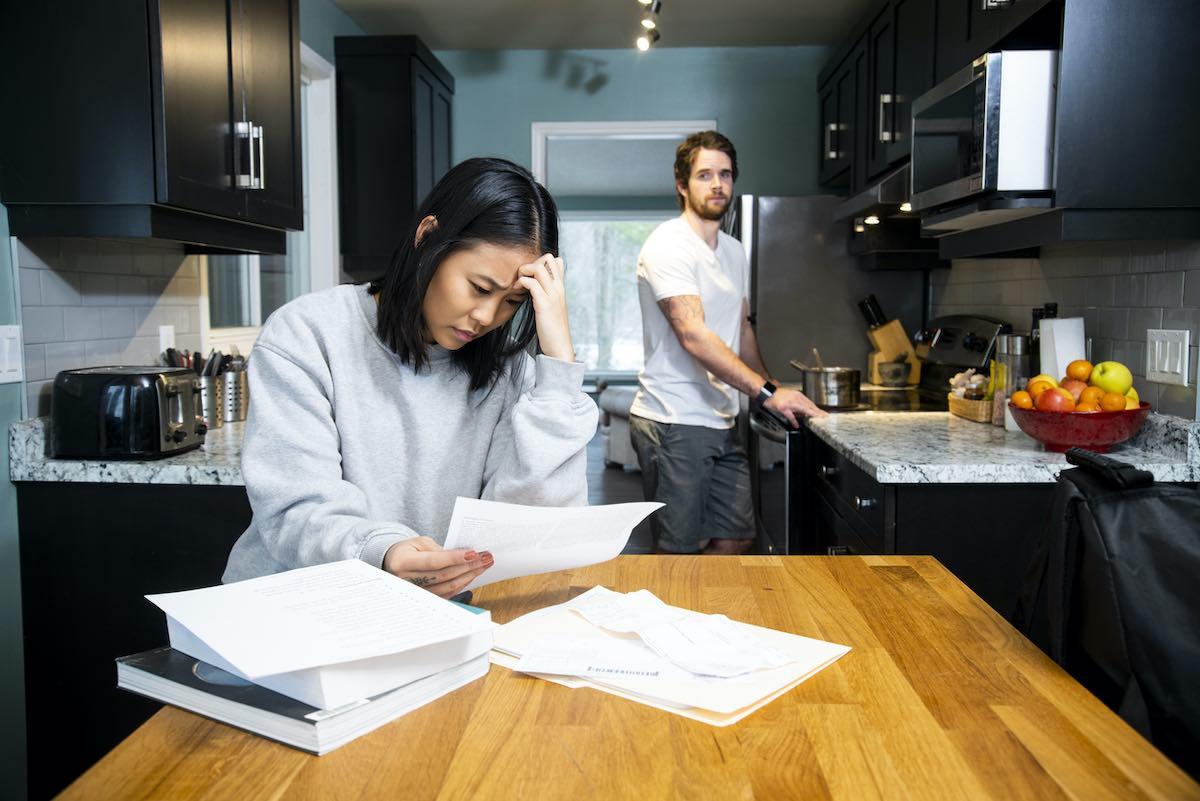 Llevar las finanzas en pareja puede ser una tarea difícil debido a las diferencias que suelen haber en las personas en cuanto a lo que al manejo de dinero se refiere.