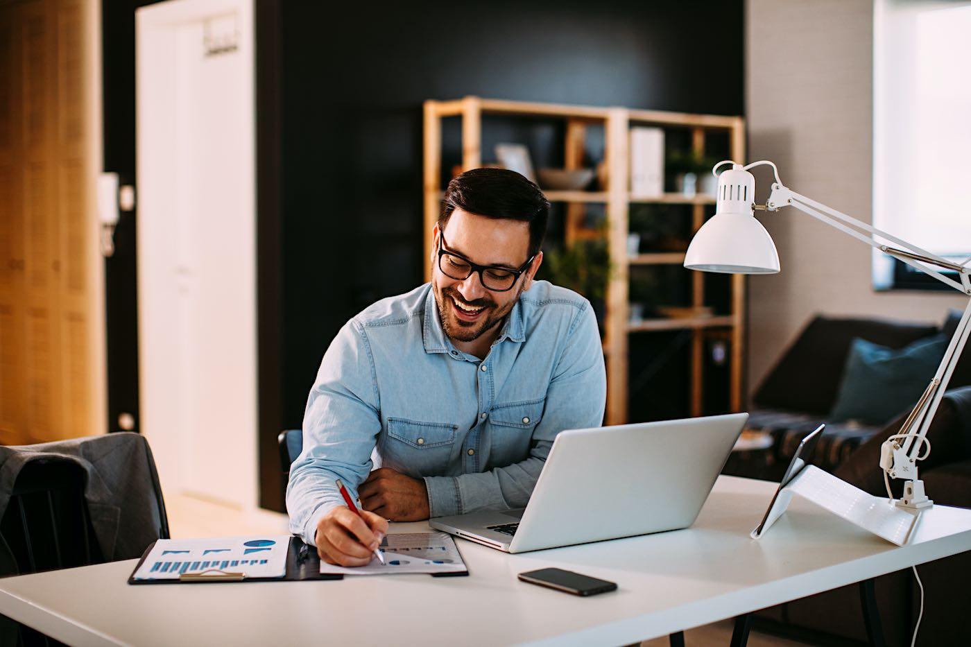 Ventajas y desventajas de trabajar desde casa; 17 trabajos que puedes hacer desde el hogar