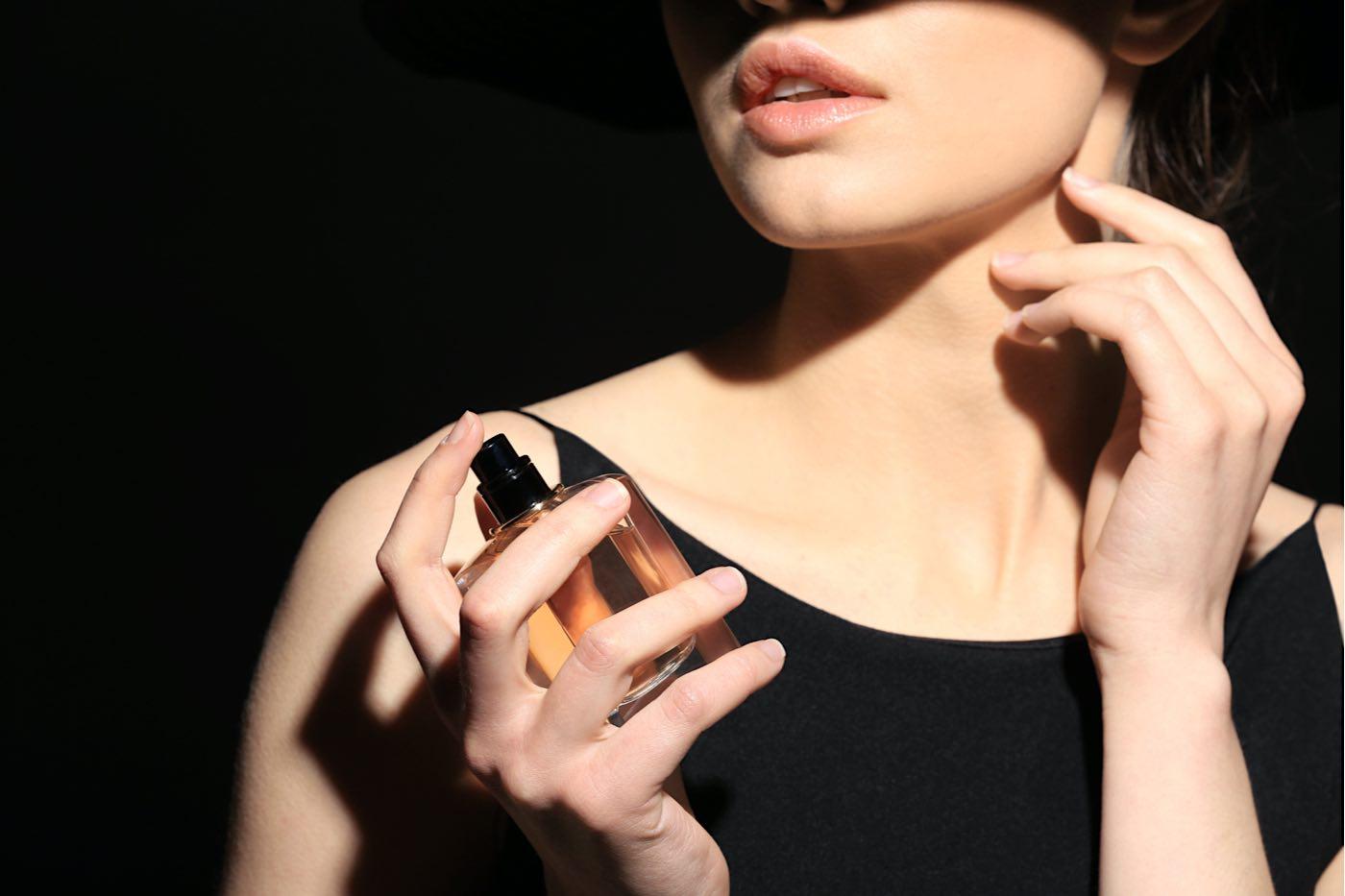 Por qué un perfume es imprescindible en la belleza y el estilo único de cada mujer.