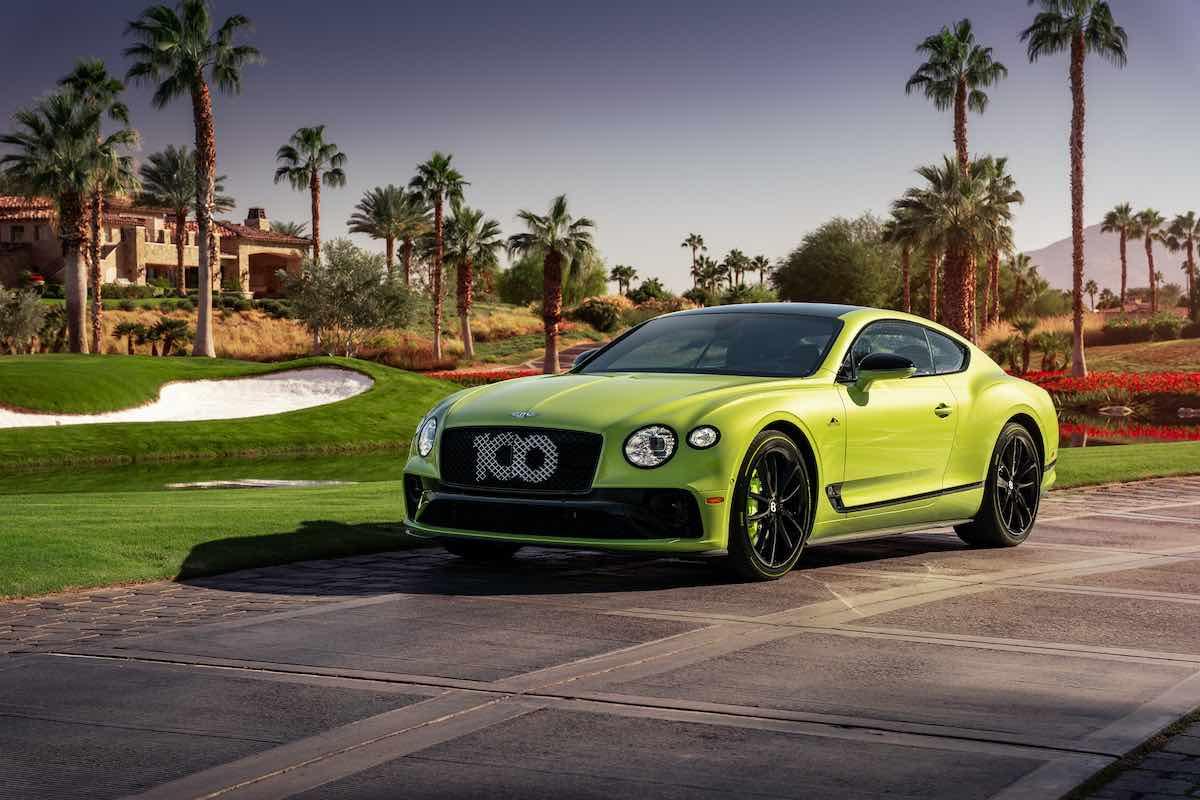 Celebrando el récord de Bentley en el mundialmente conocido circuito en el estado de Colorado.