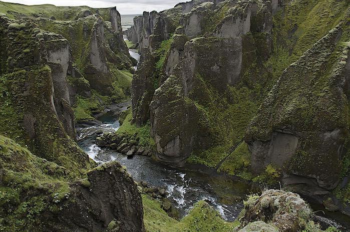 Cañón de Fjadrargljufur: Uno d los 50 lugares más hermosos del mundo que debes visitar antes de morir.