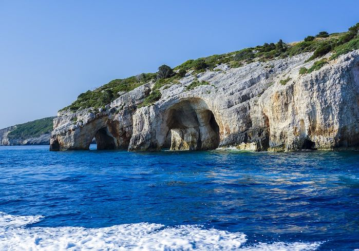 Cuevas Azules - Isla de Zakynthos: Uno d los 50 lugares más hermosos del mundo que debes visitar antes de morir.