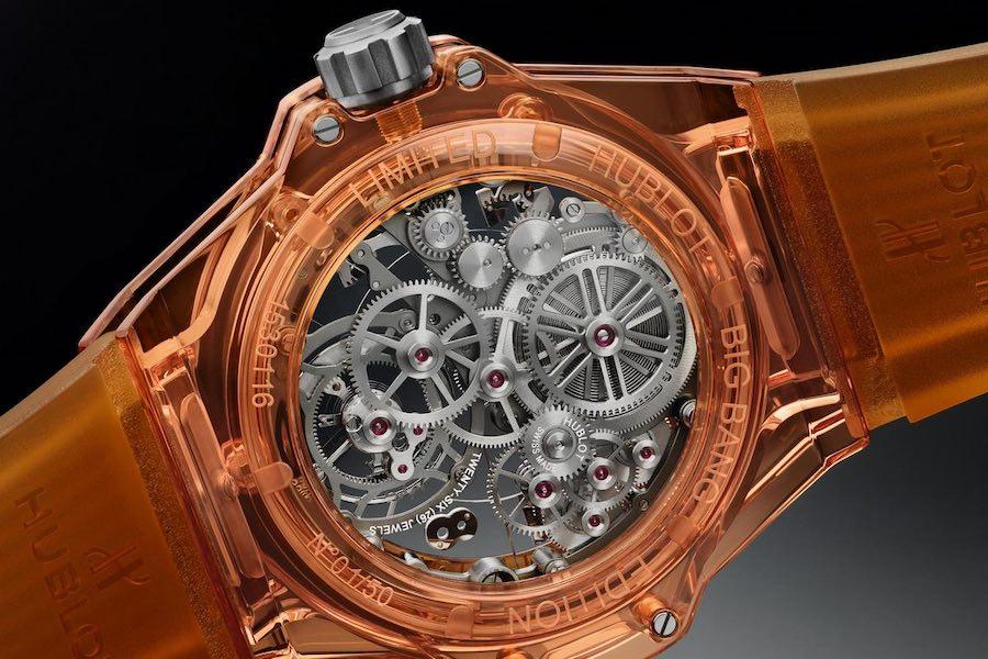 El nuevo reloj Hublot Tourbillon, de 169.000 dólares, está hecho con una caja de zafiro naranja translúcido