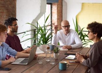 El outsourcing se puede traducir como la externalización de un servicio o subcontratación.